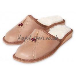http://topslippers.co.uk/261-thickbox_default/womens-calfskin-sheepskin-mules-442bu-ca.jpg