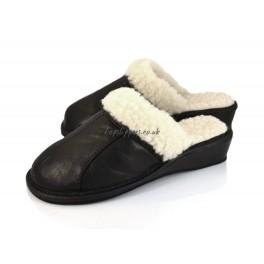http://topslippers.co.uk/327-thickbox_default/womens-sheepskin-sheeps-wool-mules-439boss.jpg
